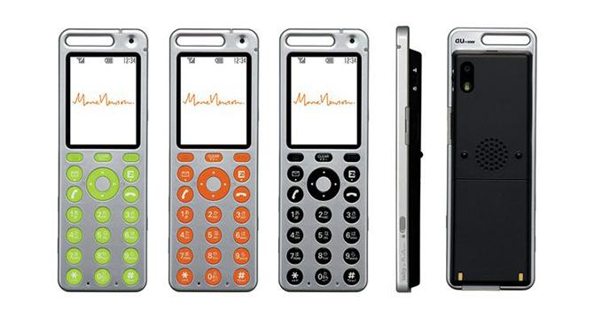 日前,Apple Watch智能手表在蘋果春季發布會上亮相,我們發現,它的外觀與現在我們正在使用的iPhone6及iPhone6 Plus同出一轍,通俗點說就是一個娘胎的產物,柔和的圓弧邊角是鮮明的特征,在高科技的映襯下它表面流淌著的金屬光澤極具迷幻色彩。   是誰決定了Apple Watch這樣的品牌調性呢?忠實的果粉們也許留意到,去年九月蘋果就宣布著名工業設計師馬克紐森(Marc Newson)將出任該公司高級設計副總裁,自那時起,他就與他的好友蘋果設計師約翰森艾維(Jonathan Ive)一同擔